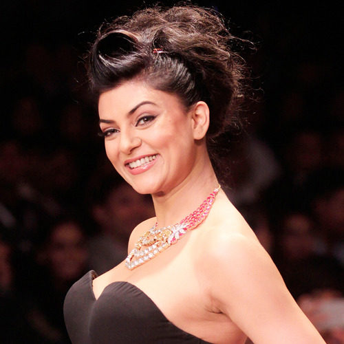 "Inspiring Youth icon Sushmita Sen bags the prestigious ""Eternal Beauty & Actress of the Decade"" at India Leadership Conclave 2016"