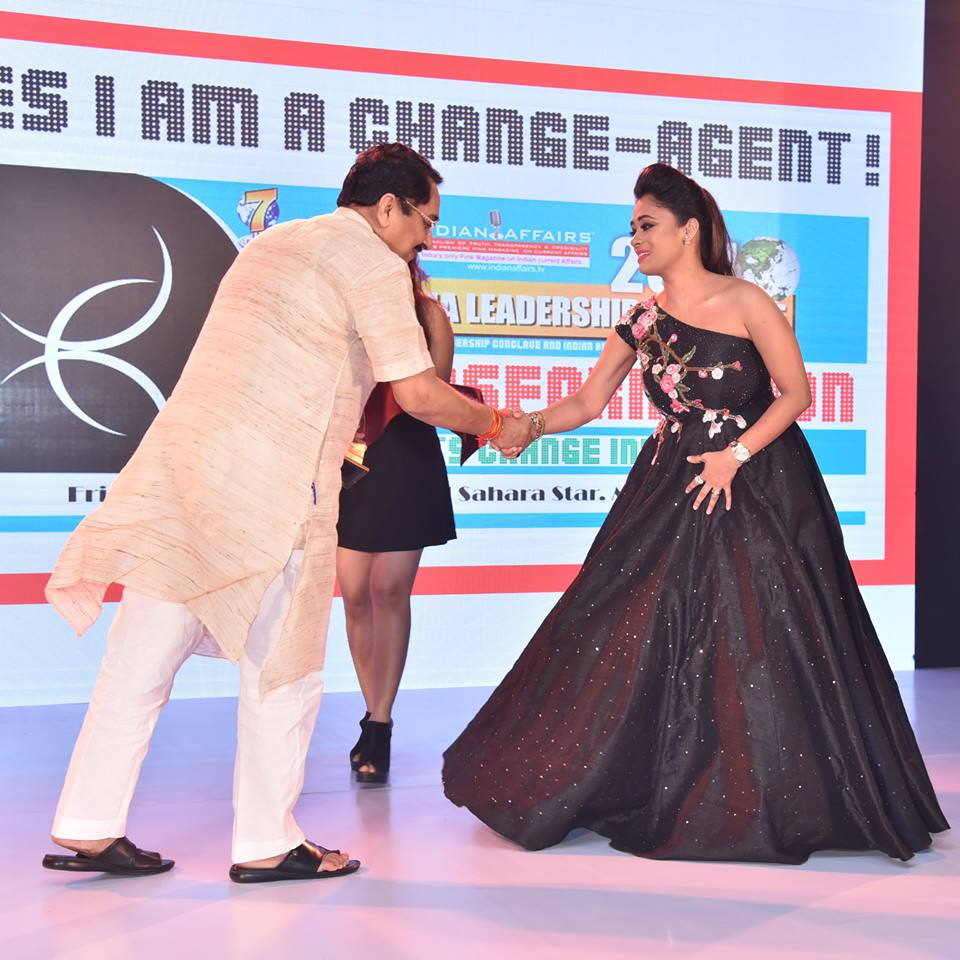Innovative Fashion Designer Riya Kodali Wins Coveted Indian Affairs India S Most Promising Fashion Designer 2017 At The 8th Annual India Leadership Conclave 2017 India Leadership Conclave 2017